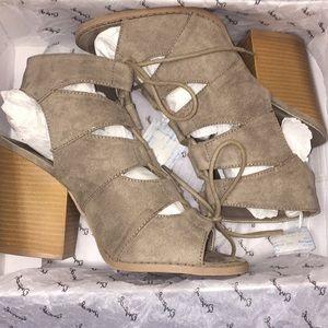 Qupid Shoes - Qupid Nubuck Gladiator Scandals Sz 9
